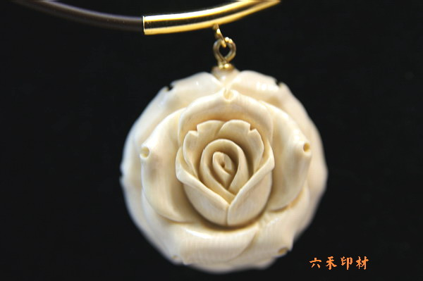 x08 玫瑰雕花项鍊